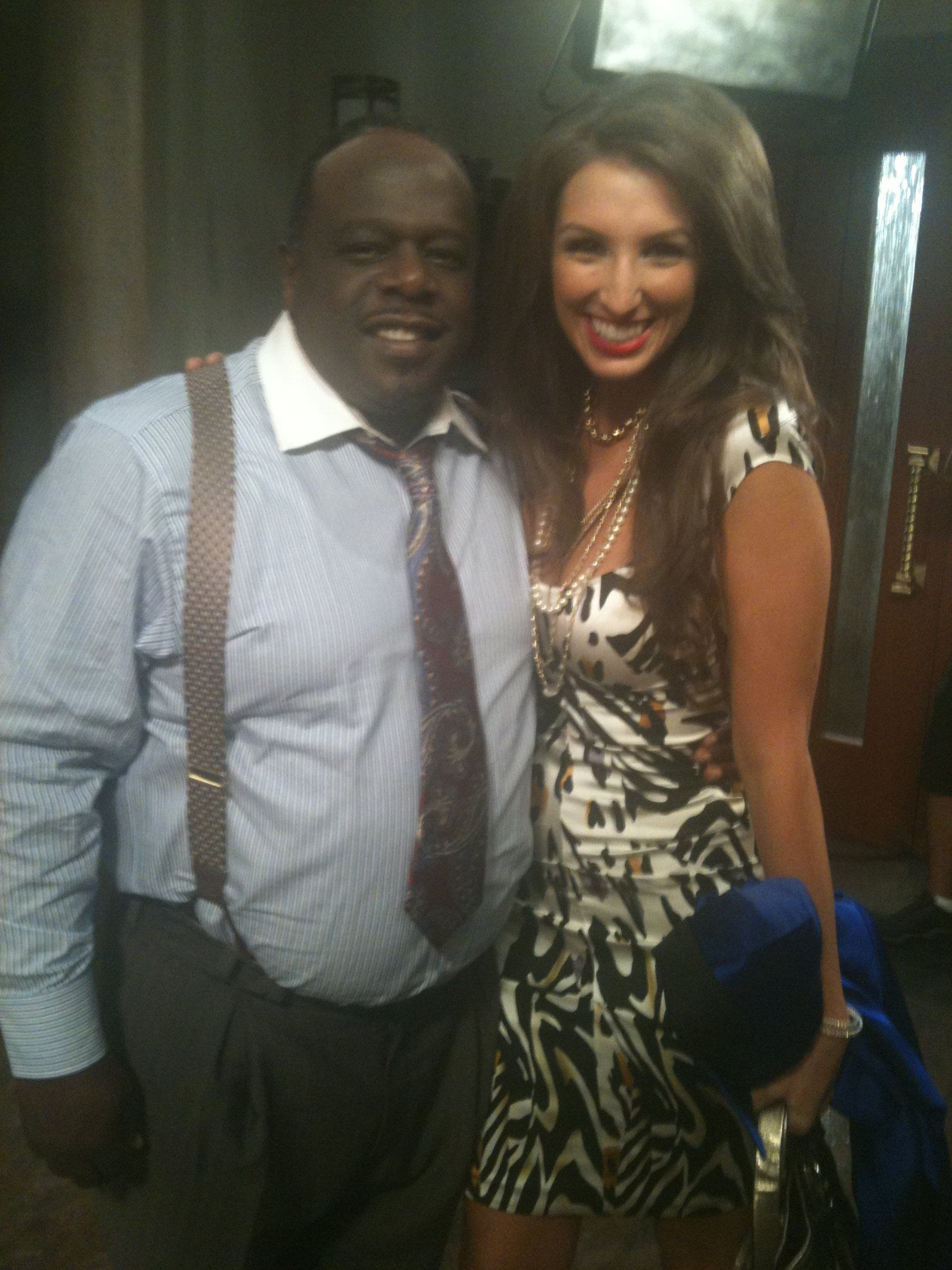 "Cedric the Entertainer and Amanda on the set of the ""All Rise"" pilot"
